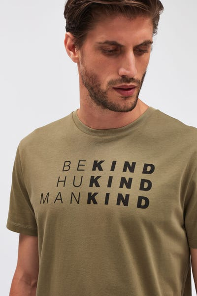 GRAPHIC TEE COTTON BE KIND LIGHT ARMY
